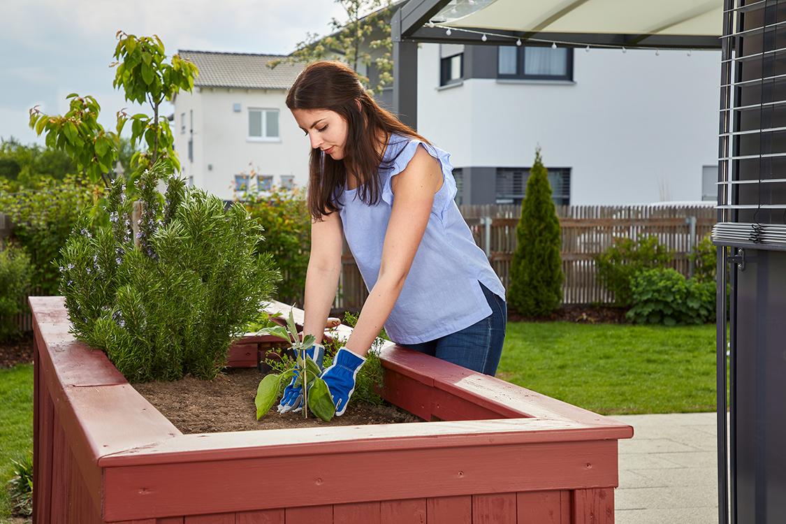 2361538 W590 Outdoor Moodpicture Model